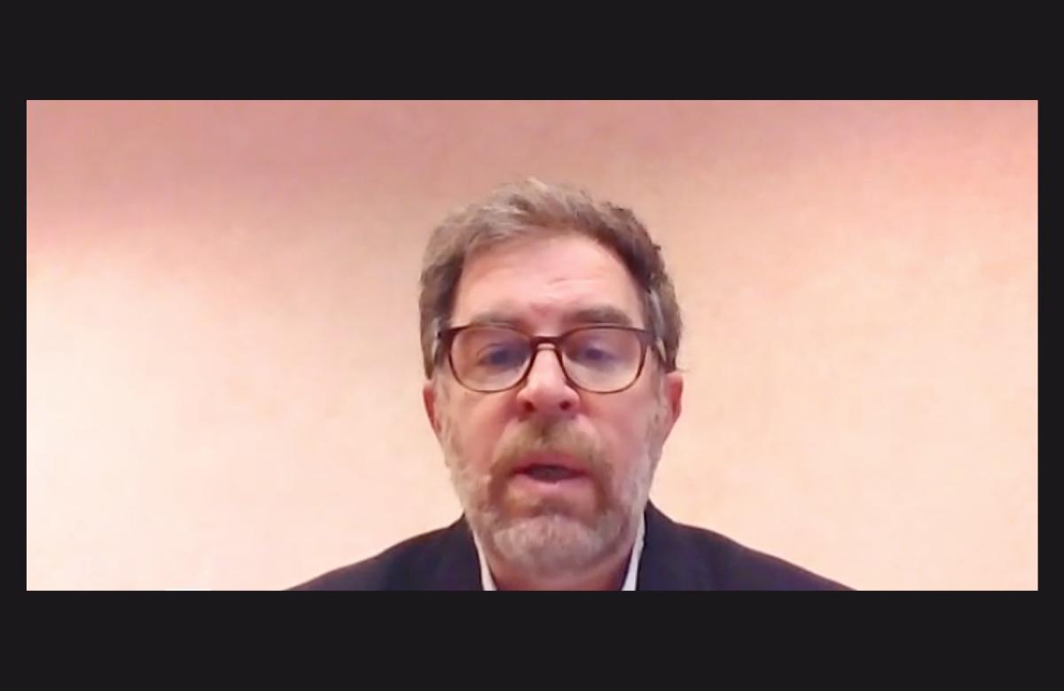 Dr Roland Landman presenting to CROI 2021.