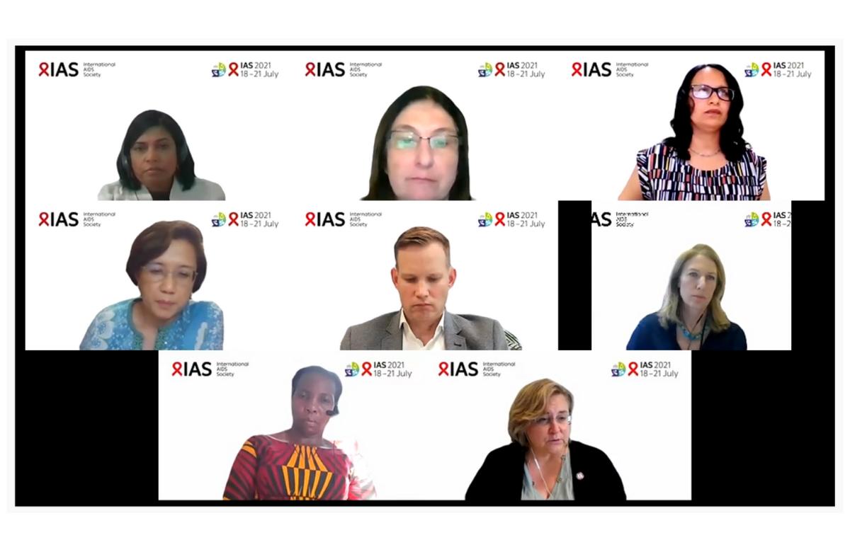 Dr Silvia Bertagnolio (rangée du milieu à droite) et Dr Meg Doherty (rangée du bas à droite) au cours d'une conférence de presse de l'IAS 2021