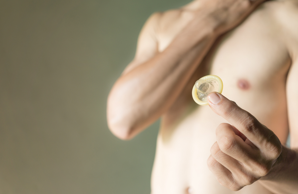 How to use condoms and lubricant | aidsmap